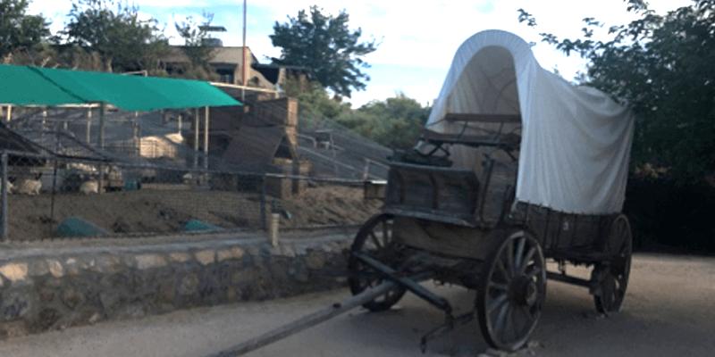 casas-de-leon-lifestyle-outdoor-cattlemans-steakhouse-1